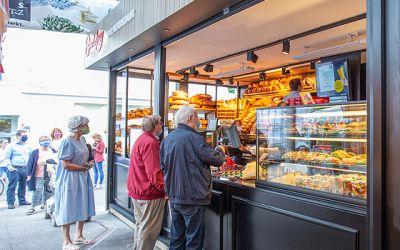 Neue Filiale mit Bistro-Bereich am Carlsplatz eröffnet